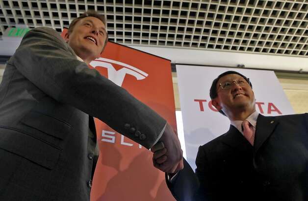 Tesla CEO Elon Musk shakes the hand of Toyota CEO Akio Toyoda at their 2010 deal. Photo: Lacy Atkins, The Chronicle