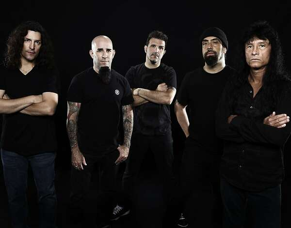 Anthrax (l. to r.): Frank Bello, Scott Ian, Charlie Benante, Rob Caggiano, Joey Belladonna. LEFT TO RIGHT: Frank Bello, Scott Ian, Charlie Benante, Rob Caggiano, Joey Belladonna Photo: Matthew Rodgers