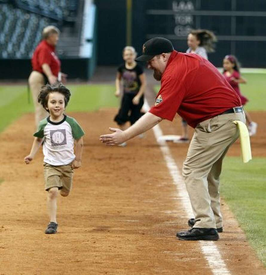 Run the bases at Minute Maid Park. (James Nielsen / Chronicle)