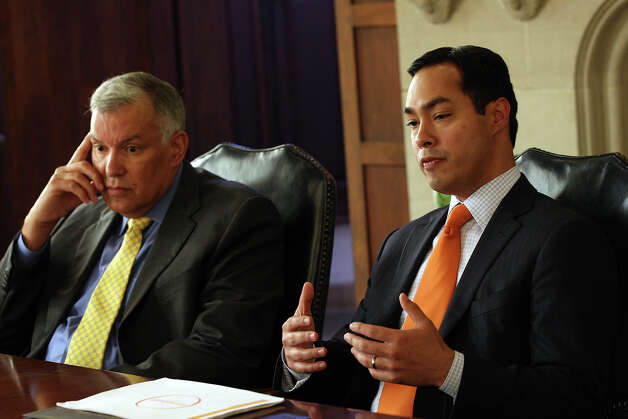 Mayor Julian Castro (right) and USAA CEO Joe Robles discuss the results of a pre-kindergarten study. Photo: Jerry Lara, San Antonio Express-News / © 2012 San Antonio Express-News