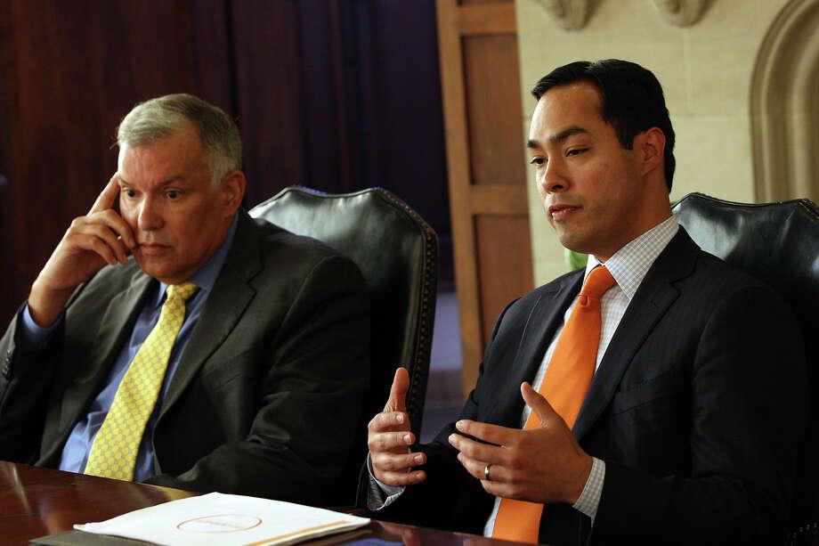 Mayor Julian Castro (right) and USAA CEO Joe Robles discuss the results of a pre-kindergarten study. Photo: Jerry Lara, San Antonio Express-News / © 2012 San Antonio Express-News