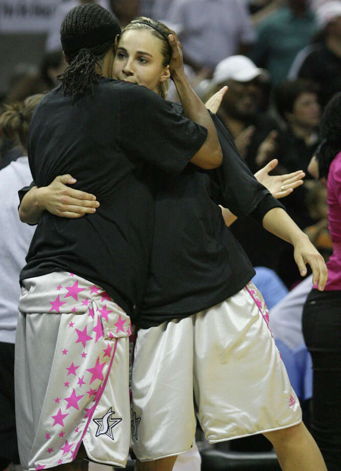 Without Title IX, Becky Hammon (right) and Vickie Johnson might not have been with the Silver Stars in 2008. Photo: DELCIA LOPEZ, SAN ANTONIO EXPRESS NEWS / delopez@express-news.net
