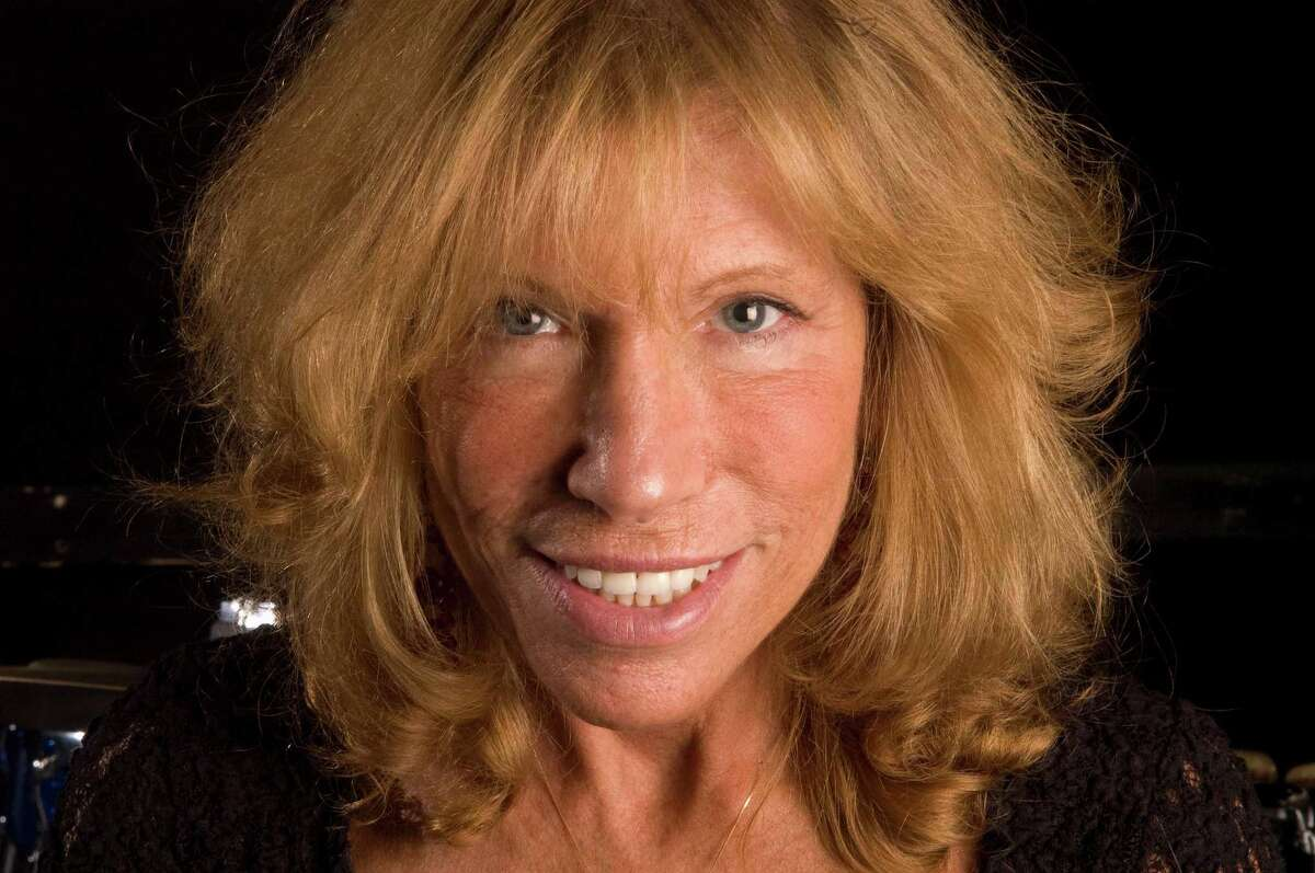 Carly Simon is photographed in New York on April 24, 2008. (AP Photo/Jim Cooper)