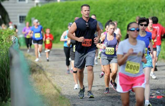 The 32nd Stratton Faxon Fairfield Road Races kick off with a 5K Saturday, June 23, 2012 at Jennings Beach in Fairfield, Conn. Photo: Autumn Driscoll / Connecticut Post