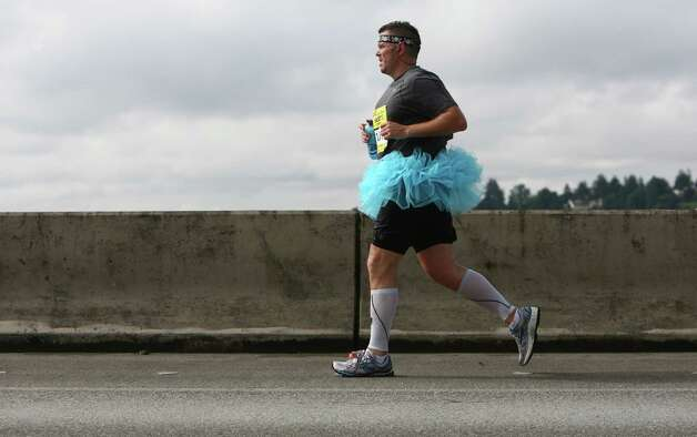 A runner makes his way along the course. Photo: JOSHUA TRUJILLO / SEATTLEPI.COM