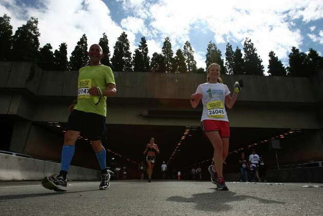 Runners exit the Mount Baker Tunnel. Photo: JOSHUA TRUJILLO / SEATTLEPI.COM