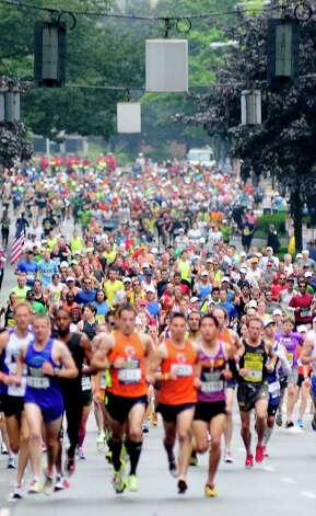 Thousands of runners fill the street at the beginning. Photo: LINDSEY WASSON / SEATTLEPI.COM