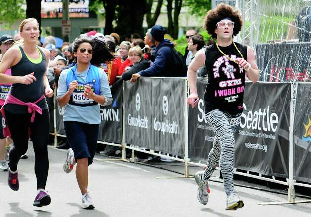 A runner sports zebra pants and an afro. Photo: LINDSEY WASSON / SEATTLEPI.COM