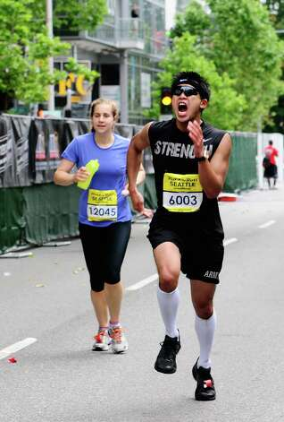 A runner pumps his arms as he approaches the finish line. Photo: LINDSEY WASSON / SEATTLEPI.COM