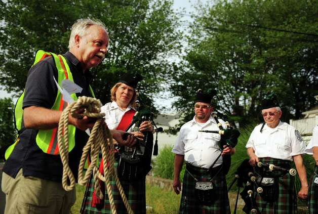 Race director Steve Lobdell talks with the Fairfield Gaelic Pipe Band during the 32nd Stratton Faxon 5K Saturday, June 23, 2012 at Jennings Beach in Fairfield, Conn. Photo: Autumn Driscoll / Connecticut Post