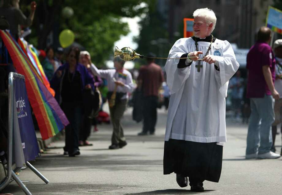 Alan Wheaton of Trinity Episcopal Parish blesses spectators. Photo: JOSHUA TRUJILLO / SEATTLEPI.COM