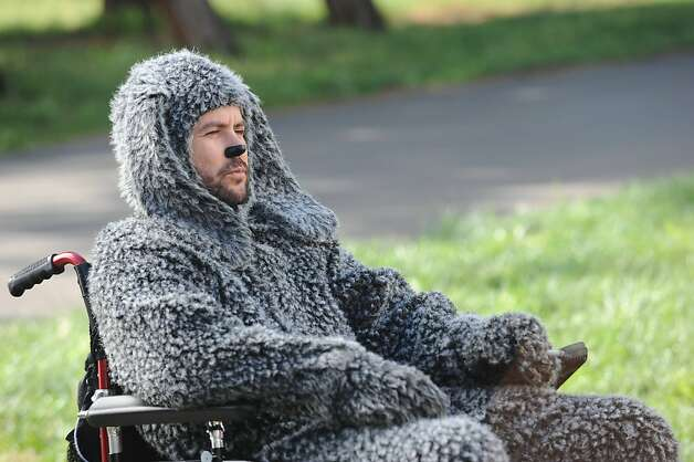 WILFRED: Jason Gann in the WILFRED episode PROGRESS (Airs Jun. 21, 10:30 pm e/p) on FX. CR: Ray Mickshaw / FX. Photo: Ray Mickshaw, FX