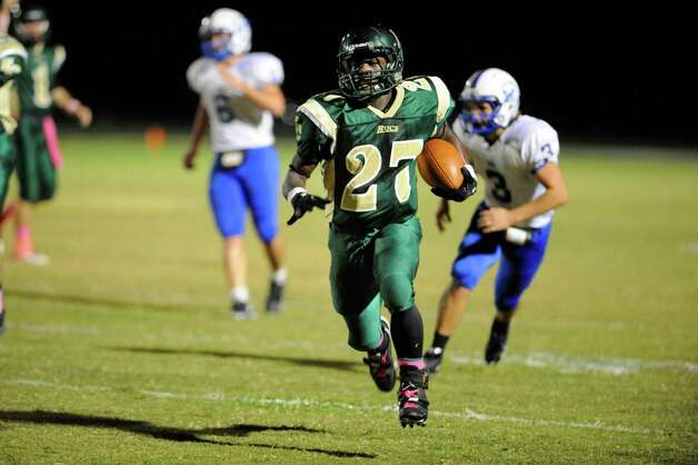 East Chambers running back Glenn Roberts sprints for the end zone past the Buna defense to score in the first half. Roberts rushed for four touchdowns in the first half against the Cougar defense. Thursday, October 27, 2011.  Valentino Mauricio/The Enterprise Photo: Valentino Mauricio