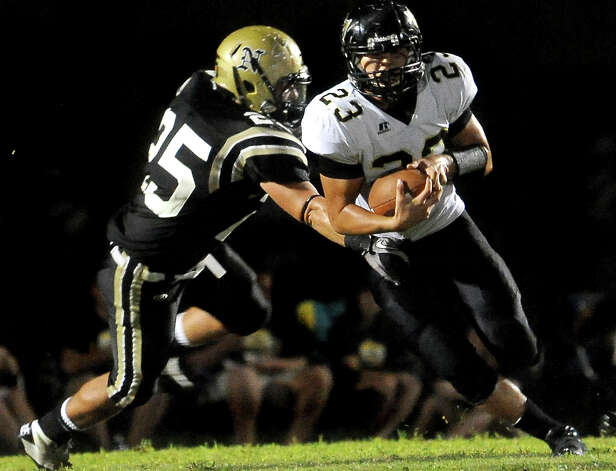 Vidor's Montan Quirante slips past Nederland's Jordan Wood at Bulldog Stadium in Nederland, Friday, September 23, 2011   Tammy McKinley/The Enterprise Photo: TAMMY MCKINLEY