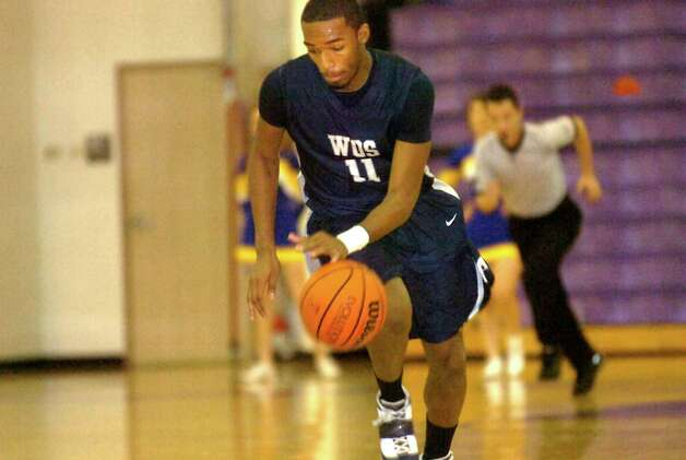 West Orange Stark's Travon Blanchard drives the ball during the game against Hamshire Fannett at Port Neches-Groves High School in Port Neches, Saturday, February 18, 2012. Tammy McKinley/The Enterprise Photo: TAMMY MCKINLEY