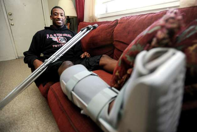 Memorial's safety, Darius Lemora hangs out at home with a broken leg as the team practices in Port Arthur, Wednesday, December 7, 2011. Tammy McKinley/The Enterprise Photo: TAMMY MCKINLEY