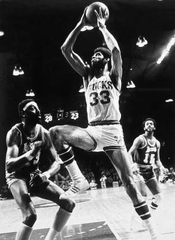 Kareem Abdul-Jabbar #33 of the Milwaukee Bucks battles for a rebound against Wilt Chamberlain #13 of the Los Angeles Lakers in Milwaukee, Wis., in 1971. (Photo by NBAE/NBAE/Getty Images) (NBAE/Getty Images)
