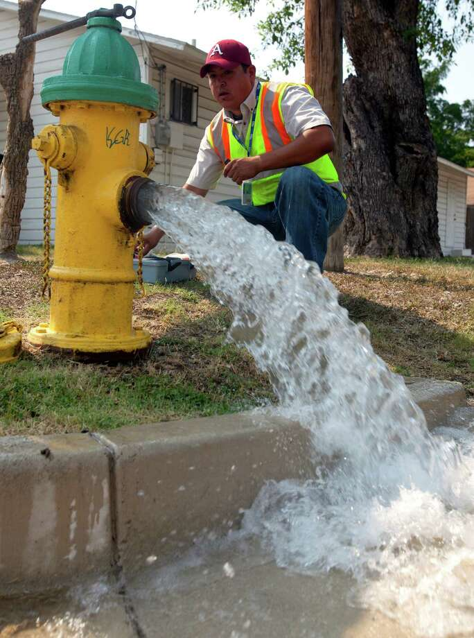 San Antonio Water System environmental protection specialist Edward Eiland tests water quality Tuesday June 26, 2012 at a fire hydrant formerly served Bexar Metropolitan Water District. Photo: William Luther, San Antonio Express-News / © 2012 WILLIAM LUTHER