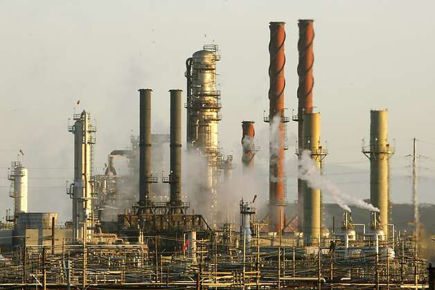 The Chevron refinery in Richmond, Calif., on Friday, September 18, 2009, in Richmond, Calif. Photo: Liz Hafalia, The Chronicle
