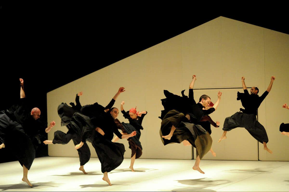 Vertigo Dance Company choreography by Noa Wertheim 2010 (Photo by Gadi Dagon)
