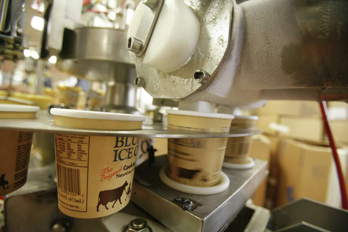 A machine fills one pint cups with ice cream in the Blue Bell plant in Brenham, Dec. 28, 2006. Photo by Steve Campbell, Chronicle Staff