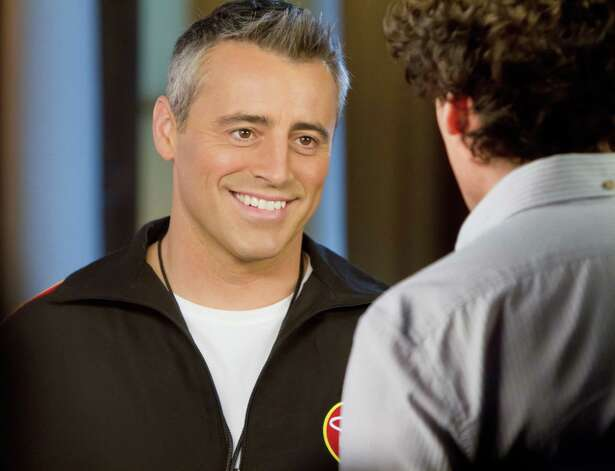 Matt LeBlanc as himself and Stephen Mangan as Sean Lincoln (back to camera) in EPISODES (Season 2, episode 1) - Photo: Jack Barnes/SHOWTIME - Photo ID: episodes_201_0657 / Copyright: Showtime 2012
