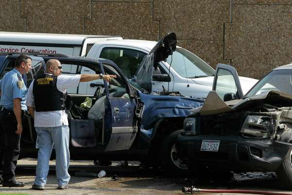Chase along 290 ends with crash, gunman dead