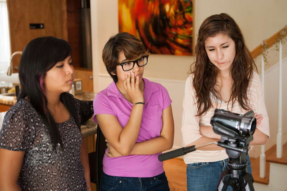 Gabriela Espinosa, 16, g11; Gresla Perdomo, 17, g12; and Cassandra Puente, 17, g11, think about their lighting during a working session at 14 Pews, Cressandra Thibodeaux's indie film support shop. Photo by R. Clayton McKee