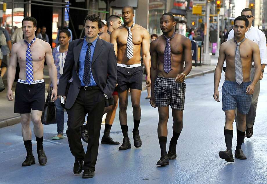 In New York, a gang of underdressed executives stalk an unsuspecting suit: