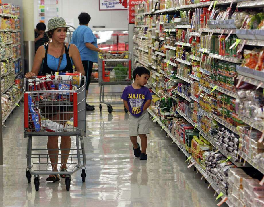 Mirta Lozano and her three-year-old son Rodrigo Lozano shop at the new Fiesta grocery store at Westheimer and Dairy Ashford Monday, June 25, 2012, in Houston. Photo: James Nielsen, Chronicle / © Houston Chronicle 2012