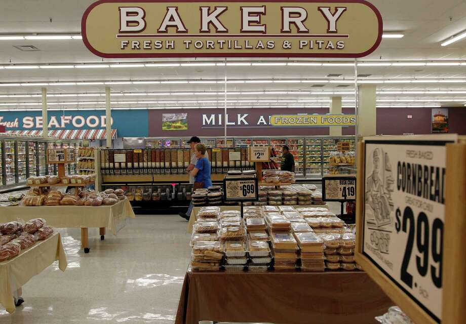 the Bakery department at the new Fiesta grocery store at Westheimer and Dairy Ashford Monday, June 25, 2012, in Houston. Photo: James Nielsen, Chronicle / © Houston Chronicle 2012