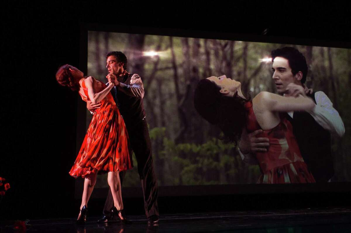 Gabrielle Lamb and Jens Weber of Morphoses in WITHIN (Labyrinth Within); photo Christopher Duggan, courtesy Jacob's Pillow Dance.