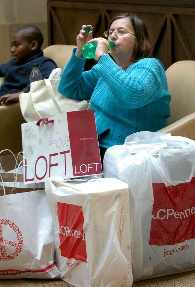 Taking a break during Black Friday shopping at the Danbury Fair Mall, November 27, 2009 Photo: Carol Kaliff / The News-Times