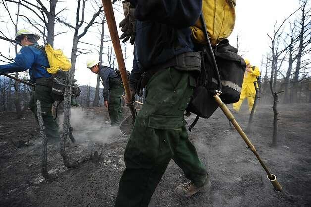 COLORADO WILDFIRE KILLS 2, 350 HOMES DESTROYED