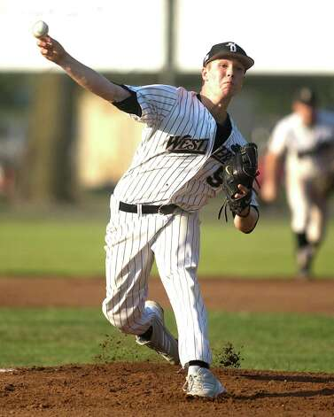 Danbury's David Gibson got the starting pitching assignment against the Keene Swamp Bats Friday night at Rogers Park. Photo: Barry Horn / The News-Times Freelance