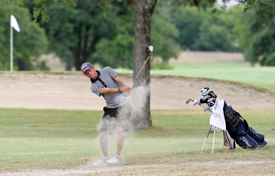 If football's not your sport, how about golf? Enjoy the twilight rate at an area golf course. Photo: Edward A. Ornelas, San Antonio Express-News / © 2012 San Antonio Express-News