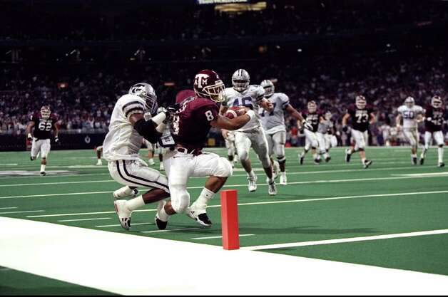 1. Parker plunge: Texas A&M running back Sirr Parker beats Kansas State's Lamar Chapman to the end zone to win the 1998 Big 12 football championship game in St. Louis. Photo: Brian Bahr, Getty Images / Getty Images North America