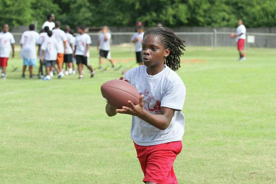 Atlanta Falcons linebacker Sean Weatherspoon came back to Jasper on Saturday for a youth football camp Photo: Jason Dunn