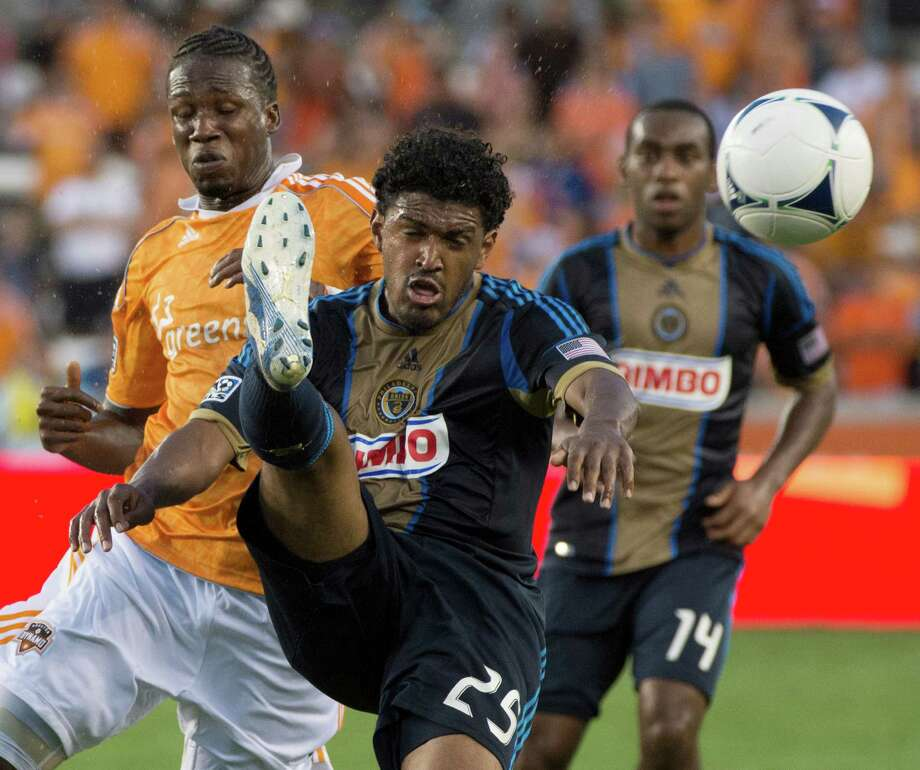 Sheanon Williams of the Union clears a ball away from Macoumba Kandji during the first half. Photo: Smiley N. Pool, Houston Chronicle / © 2012  Houston Chronicle