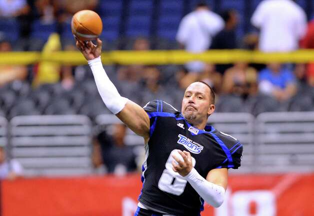 San Antonio Talons quarterback Aaron Garcia warms up before Arena Football League action against the Kansas City Command in the Alamodome on Saturday, June, 30, 2012. Photo: Billy Calzada, San Antonio Express-News / © 2012 San Antonio Express-News