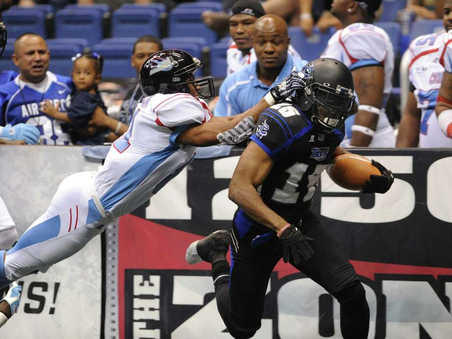Kick returner Jomo Wilson of the San Antonio Talons scores on the opening kickoff as Kansas City Command defender Samie Parker chases during Arena Football League action in the Alamodome on Saturday, June, 30, 2012. Photo: Billy Calzada, San Antonio Express-News / © 2012 San Antonio Express-News