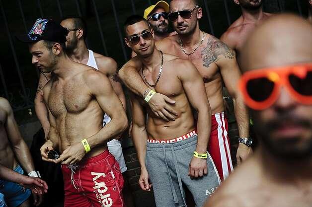 Meet gay men in Bangalore