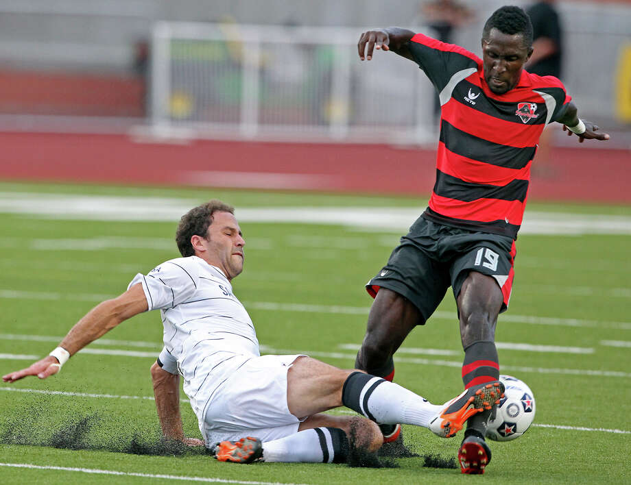 San Antonio's Kevin Harmse moves in to tackle Borfor Carr as the San Antonio Scorpions host the Atlanta Silverbacks at Heroes Stadium on June 30, 2012. Photo: Tom Reel, San Antonio Express-News / ©2012 San Antono Express-News