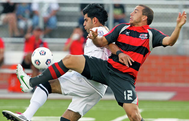 Esteban Bayona gains control for the Scorpions against Fernando Gonzalez (12) as the San Antonio Scorpions host the Atlanta Silverbacks at Heroes Stadium on June 30, 2012. Photo: Tom Reel, San Antonio Express-News / ©2012 San Antono Express-News