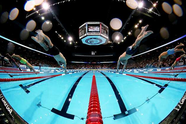 Michael phelps beats ryan lochte in 200 im sfgate - Olympic swimming starting blocks ...