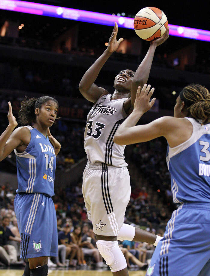The Silver Stars' Sophia Young shoots between the Minnesota Lynx's Devereaux Peters (left) and Rebekkah Brunson during second half action on Sunday, July 1, 2012, at the AT&T Center. The Silver Stars won 93-84. Photo: Edward A. Ornelas, San Antonio Express-News / © 2012 San Antonio Express-News
