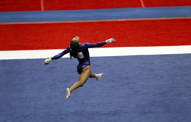 gabby douglas floor routine - photo #41