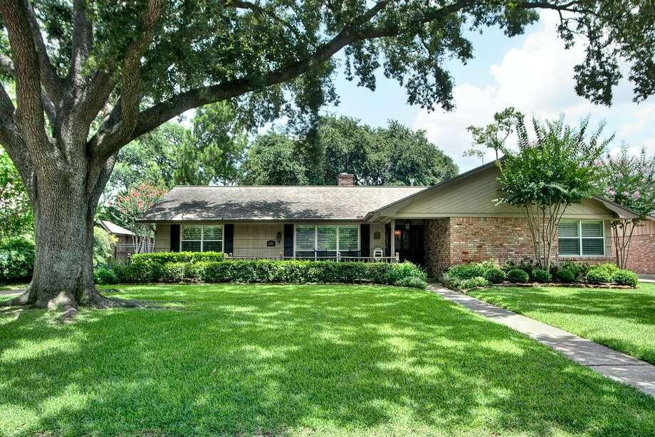 5302 Meadow Lane Lane | Greenwood King Properties | Agent: Letty Allen | 713-784-0888 | Photo: GWK