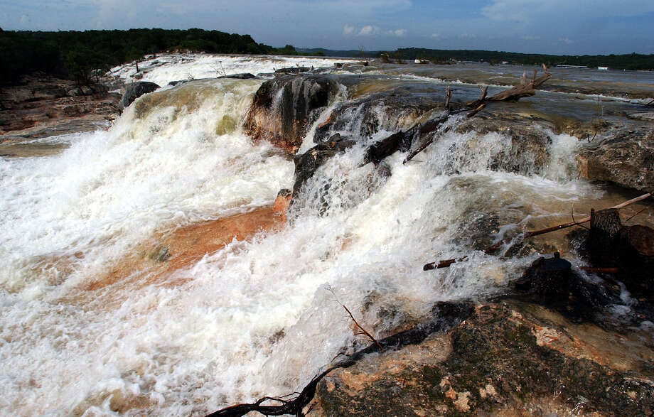 As of Thursday, July 11, 2002 water was still flowing over the spillway of the Medina Dam, though with a measurable reduction in volume. Photo: KIN MAN HUI, SA / SAN ANTONIO EXPRESS-NEWS