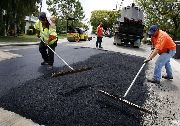A road repair crew from the Alameda County public works department repaves a section of Manchester Street in San Leandro, Calif., on Wednesday, June 10, 2009. State funds for public works projects like road repair may dry up because of the state budget crisis. Photo: Paul Chinn, The Chronicle